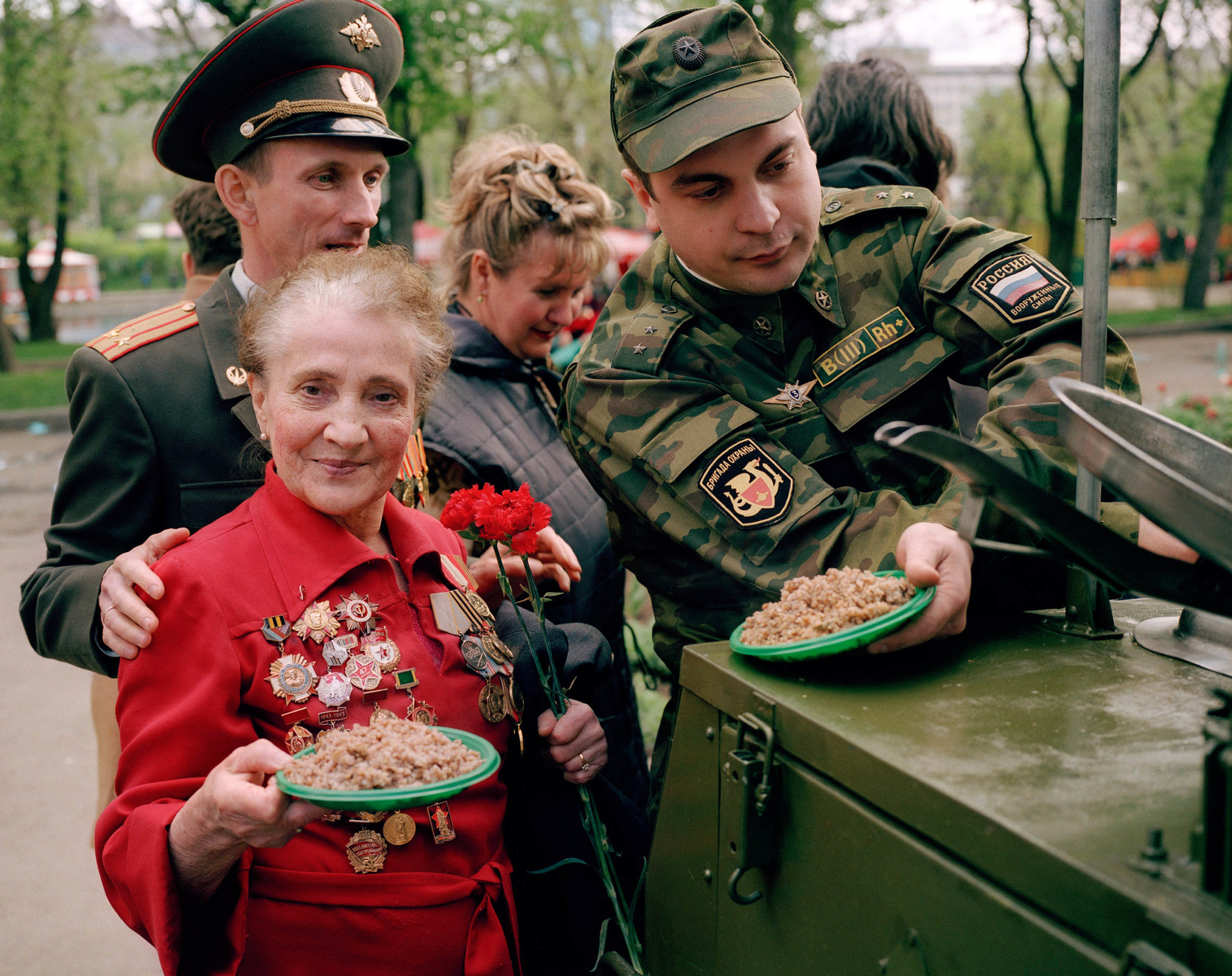 Russia, Moscow. Victory Day. The Russian army gives out food to the veterans.