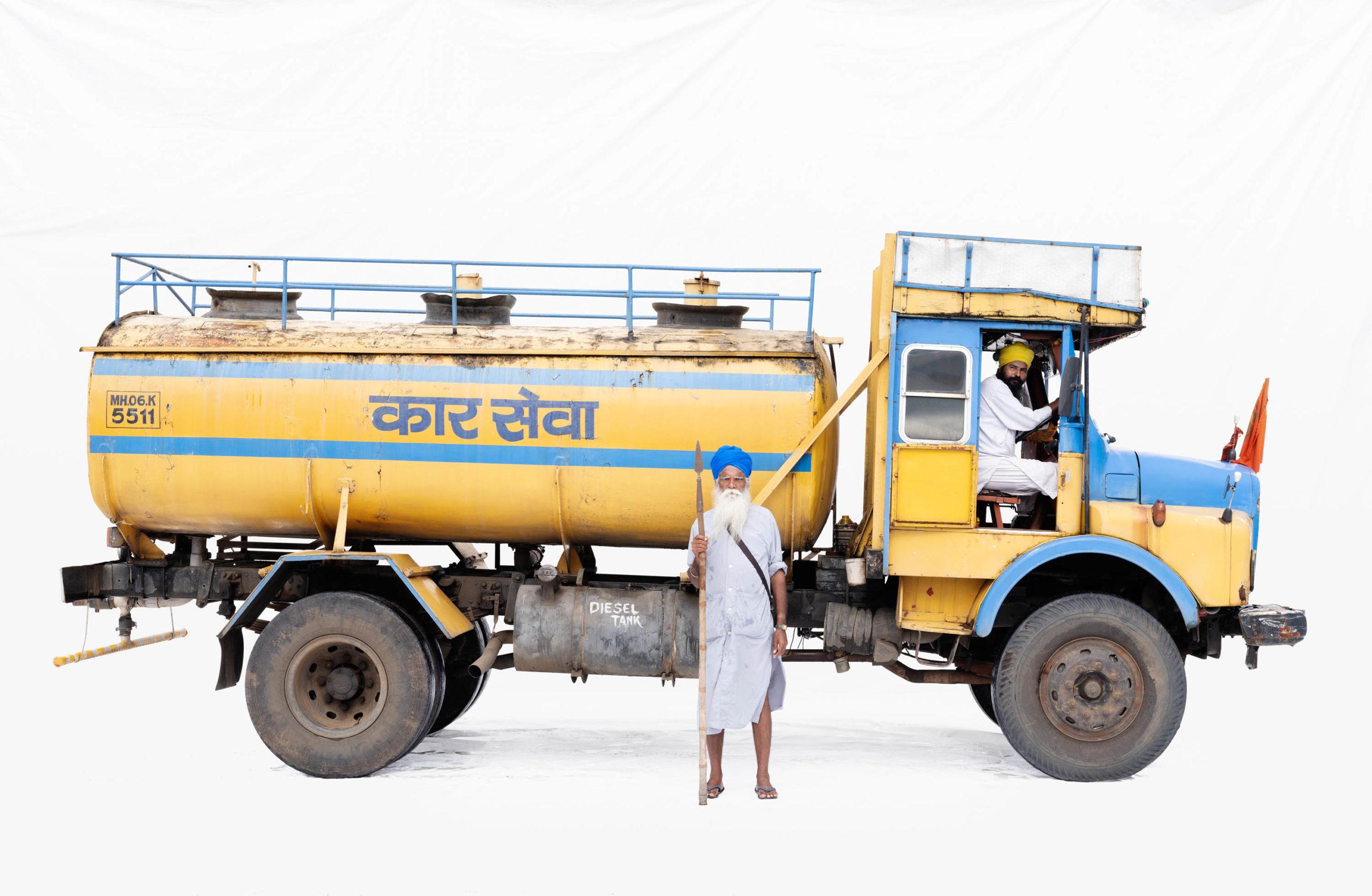 Tata 1613 water tanker; Truck driver Harpal Singh, guard Tail Singh (Asangaon, Maharashtra)