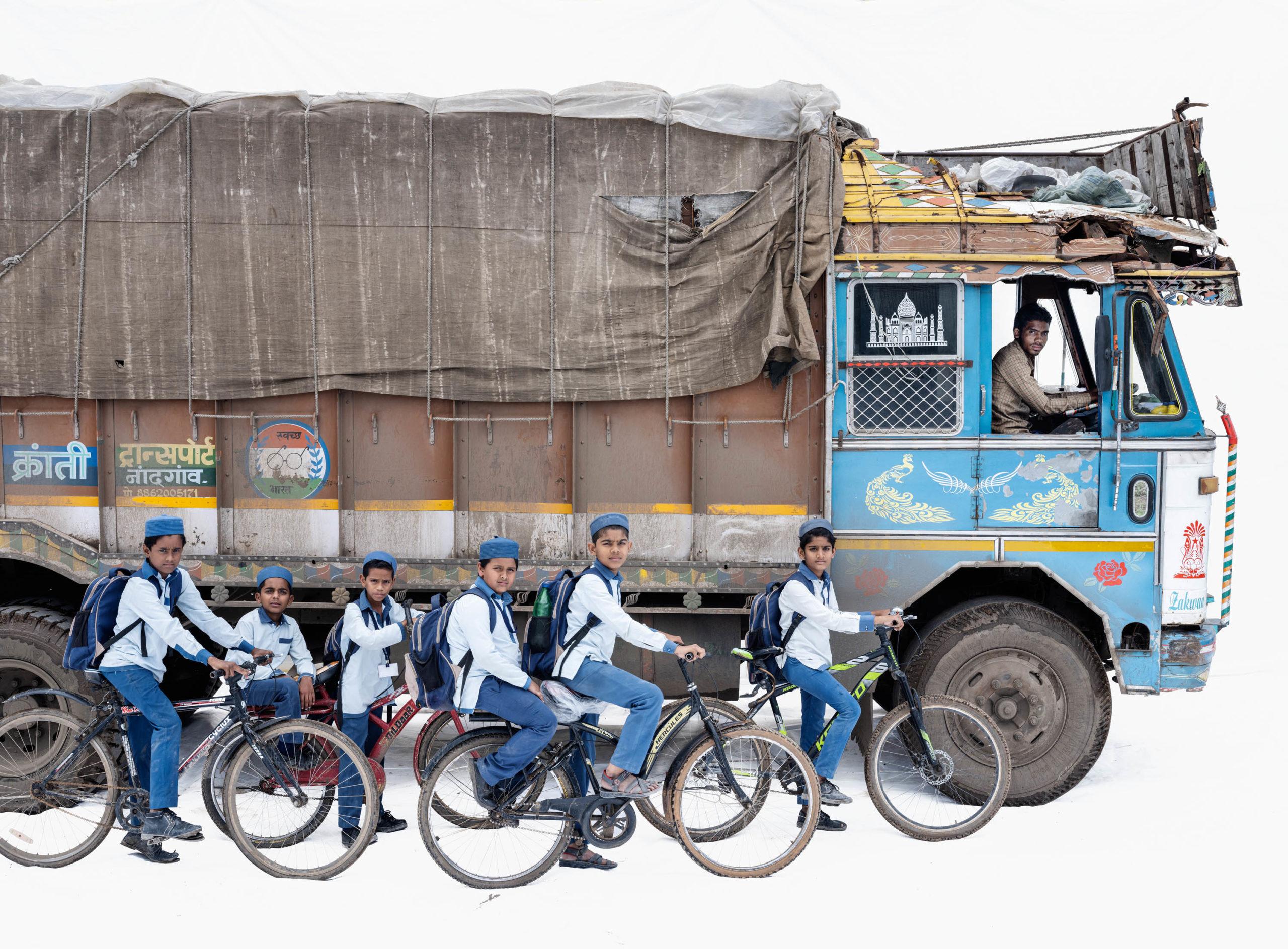 Tata 1613; Truck driver Akhtar Ahmed, Students from the English Medium School (Malegaon, Maharashtra)