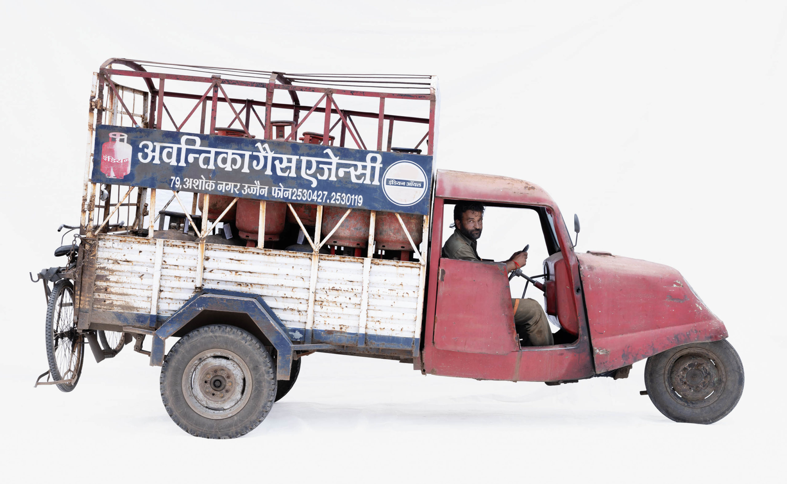 Bajaj Tempo #7; Gas cylinder courier Sham Rathod (Ujjain, Madhya Pradesh)