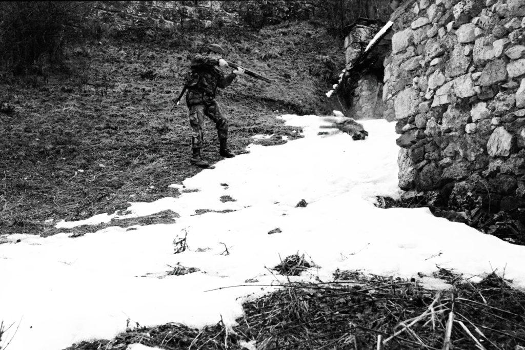 Shooting a stray dog. Bogosavac, Kosovo, 1999