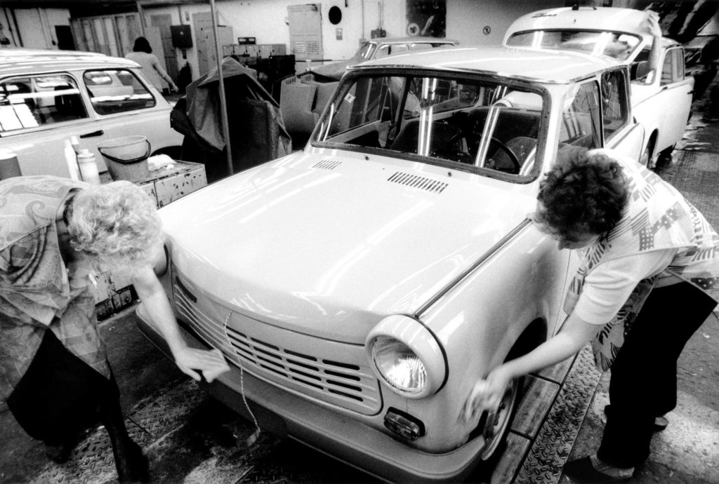 Cleaning the body at the end of the assembly line, 1990